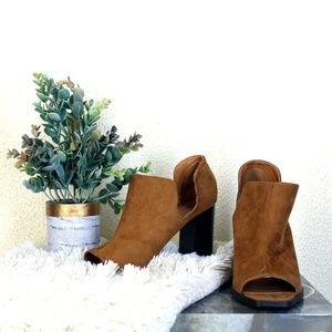 Metaphor || Brown/Tan Regina Block Heels
